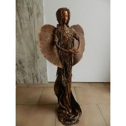 Anjel so srdcom na dlani - výška 60 cm